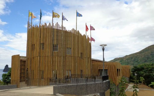 City hall of Hienghène (New Caledonia) - Front in Caribbean Pine (© Henri Séchet, SEFCA)